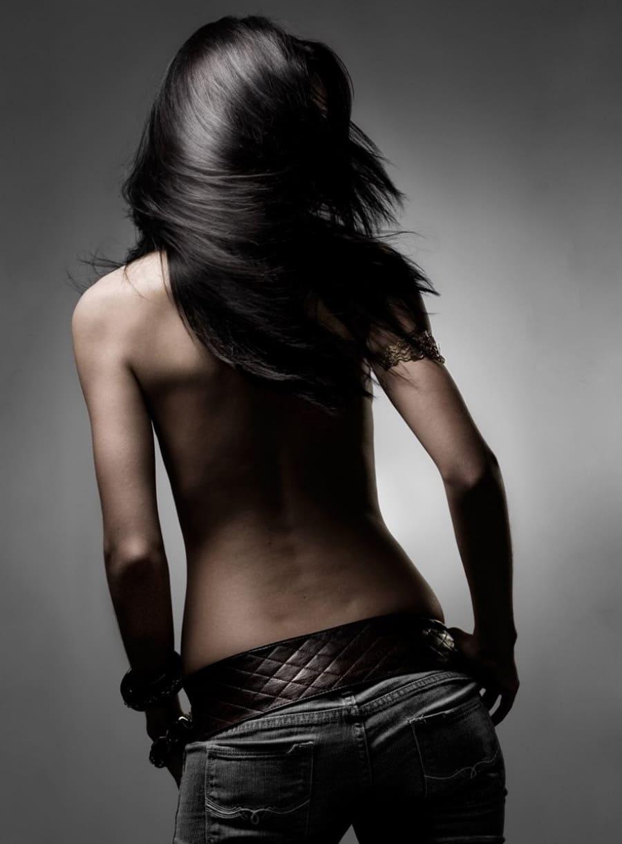 девушка брюнетка красивые волосы волосы со спины