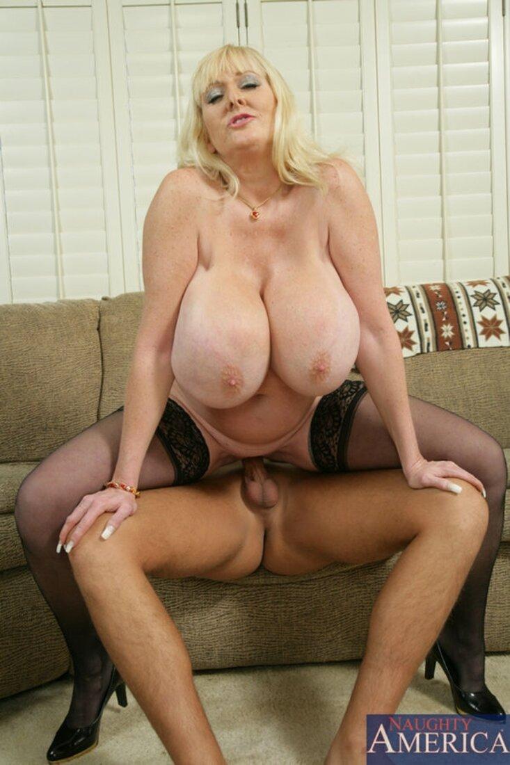 большие сиськи зрелых теток фото блондинка на хую.
