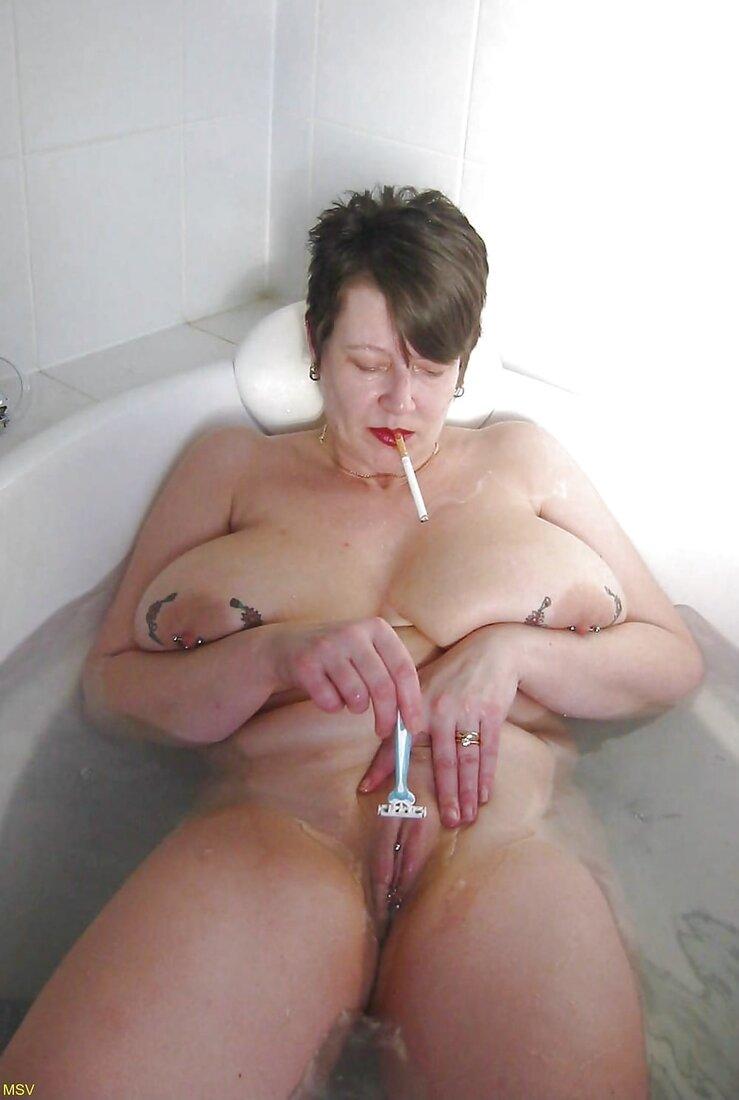 Бреет пизду фото порно