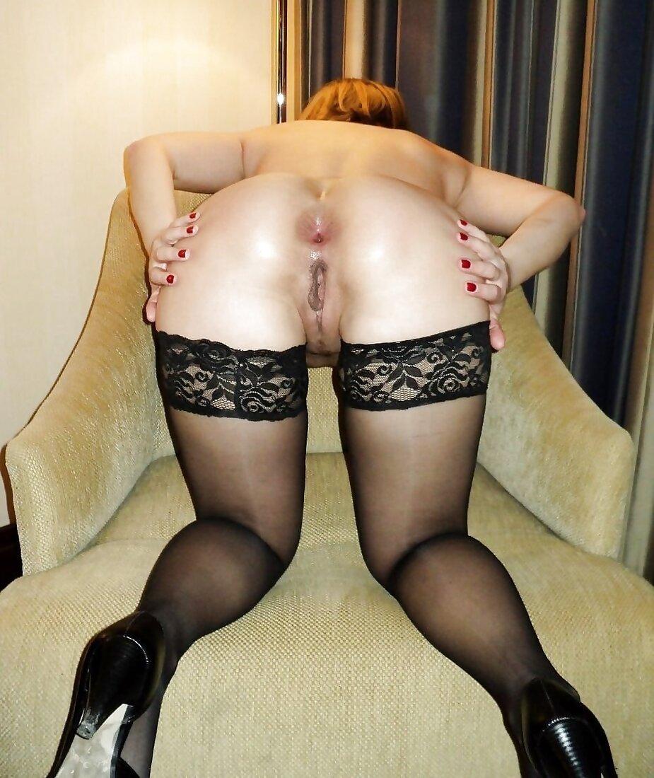 Голые женщины в чулках раком фото