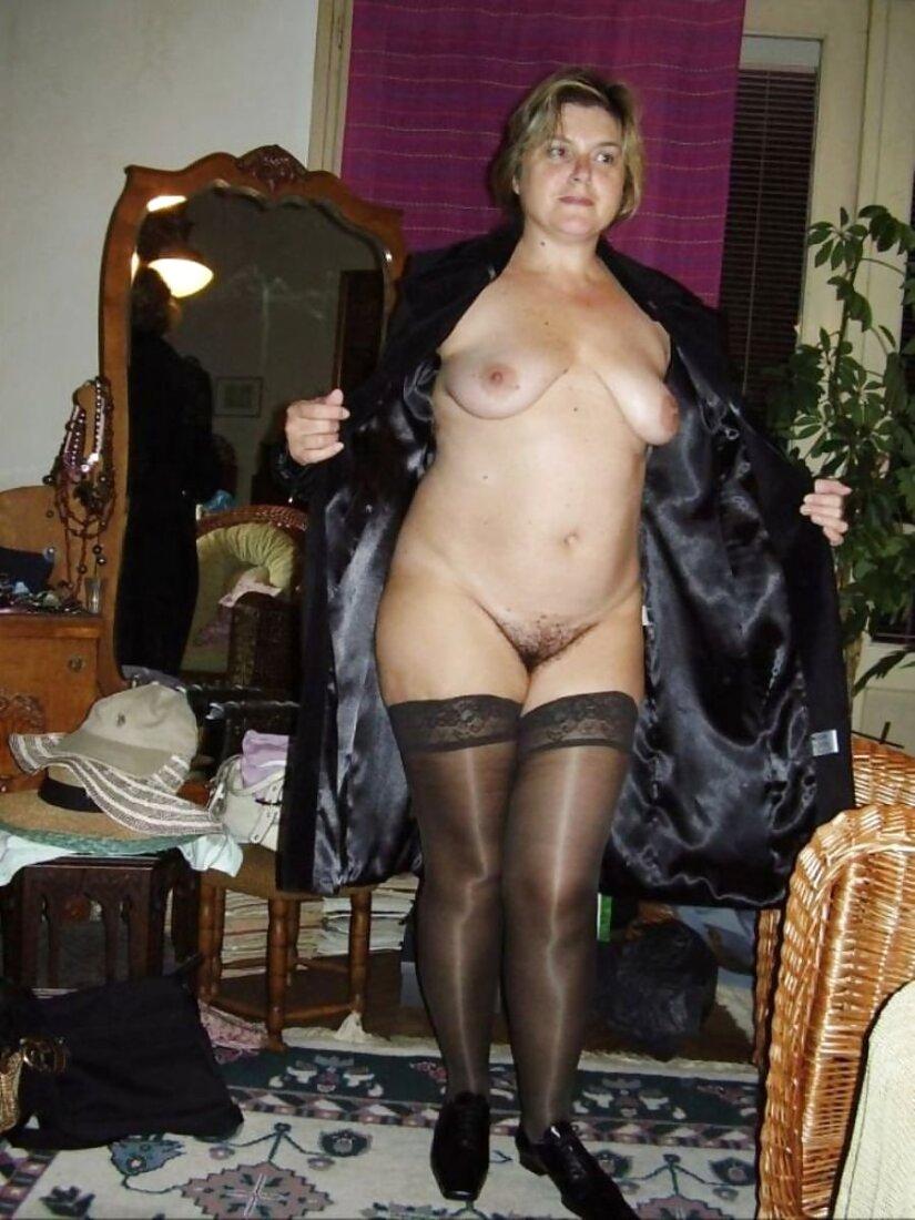 Голые зрелые женщины в чулках фото