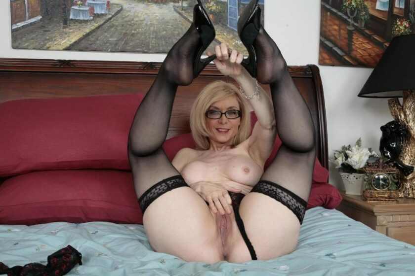 Мамаши в чулках фото порно