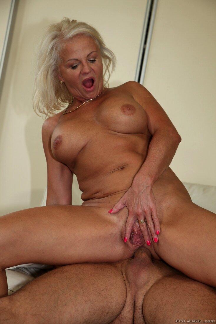 Порно фото зрелых блондинок