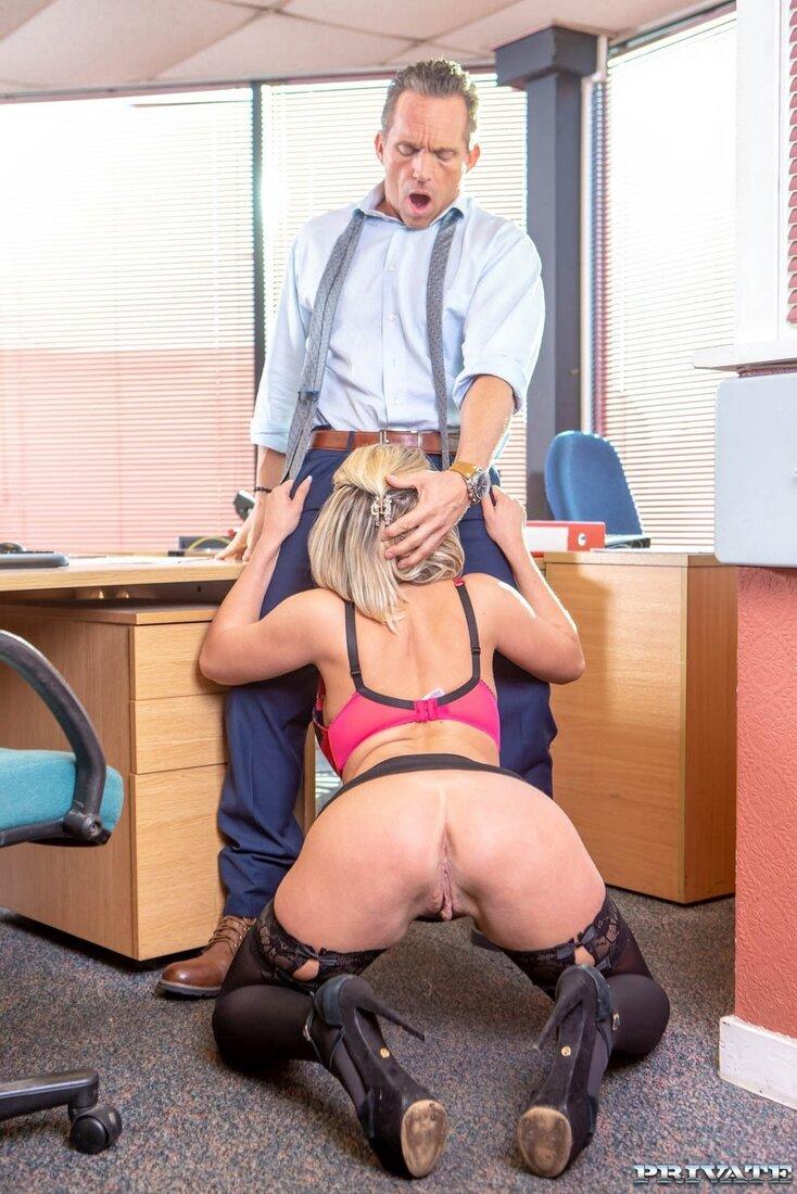 Секретарши в чулках порно фото