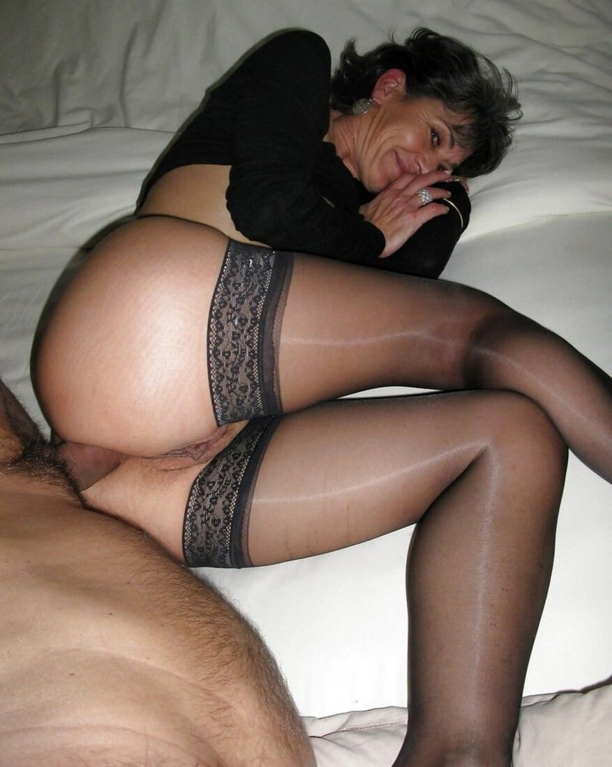 Порно со зрелыми женщинами в чулках фото