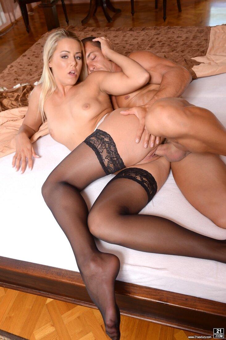 Порно блондинки в чулках фото