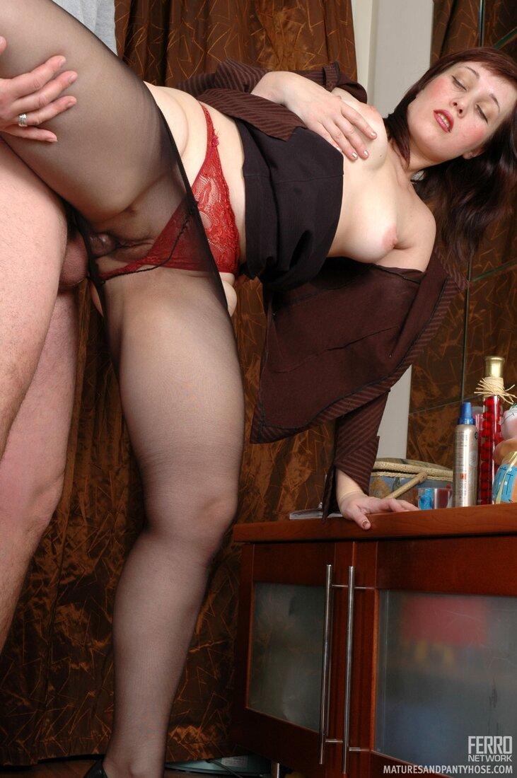 Порно зрелые в колготках фото