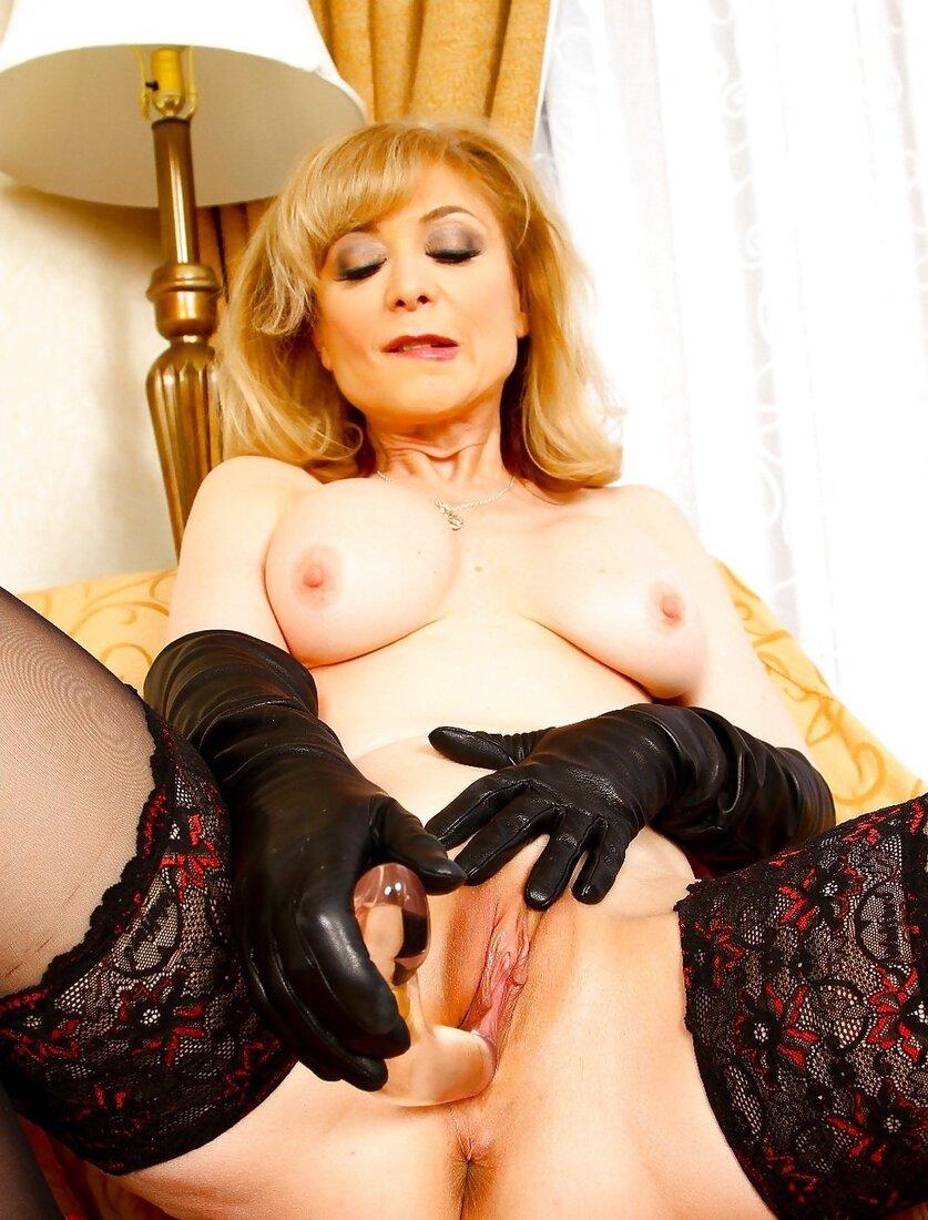 Порно зрелые в чулках фото